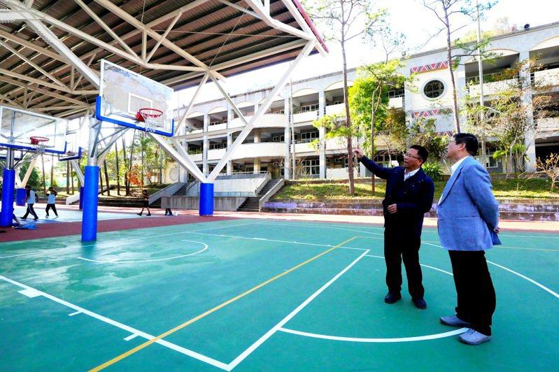 新竹縣政府獲教育部補助5340萬元,在6所學校新建風雨球場。圖/新竹縣政府提供