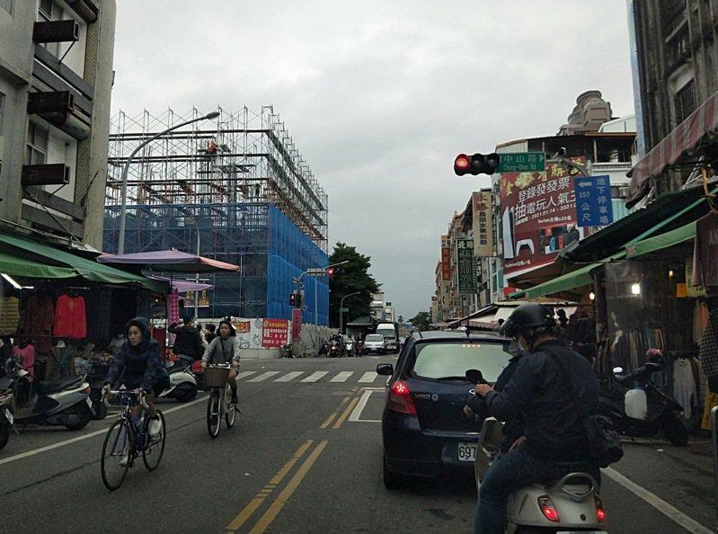 台東縣內最菁華的市中心屋齡也很高,縣府推動建築挽面與老厝新生計畫,改變城市風貌。記者施鴻基/攝影