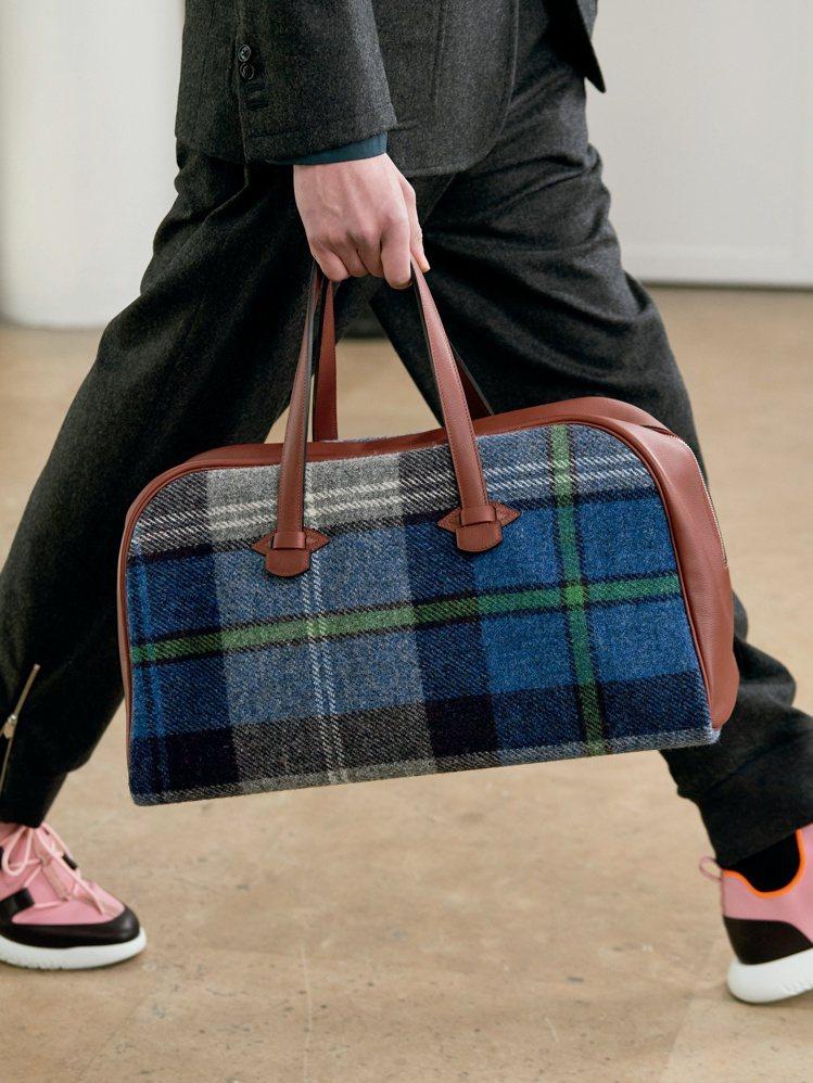 包款、鞋款也以旅行、休閒風格為主。圖/愛馬仕提供