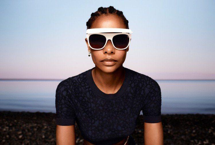 香奈兒2021 CRUISE度假系列墨鏡以「遮陽板」概念設計、命名,尼龍纖維材質...