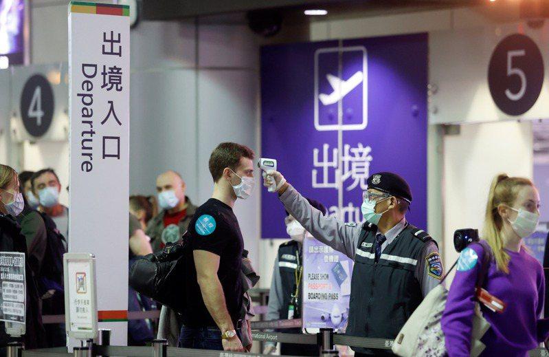 有外籍人士受困疫情無法出境或留在台灣避疫,造成稅務身分改變,導致要繳的稅變多,財政部表示會從寬認定,本圖是示意圖。圖/聯合報系資料照片