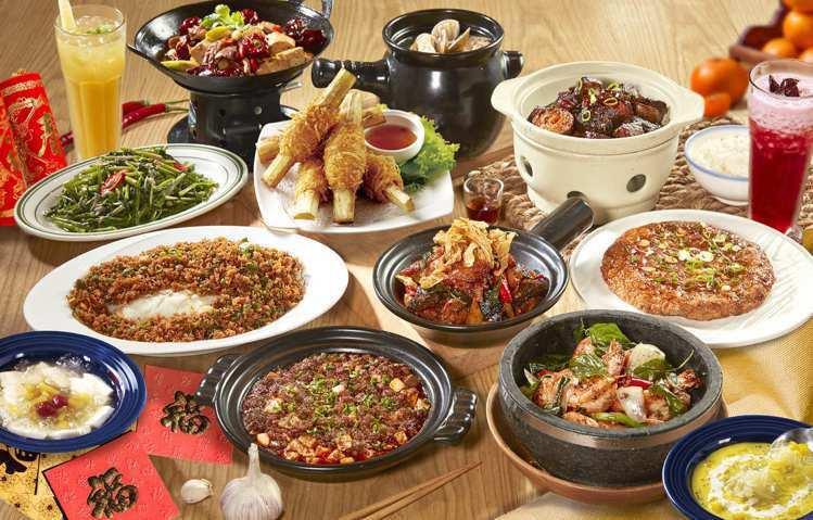 「時時香」以福運鮮蝦捲、黃金上湯獅子頭等創意中、台菜,推出6~8人年菜套餐。圖/...