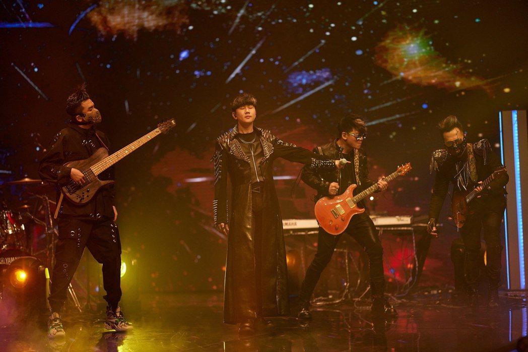 林俊傑參與TMEA娛樂音樂盛典,身著重達15公斤的賽博龐克。圖/騰訊音樂娛樂集團...