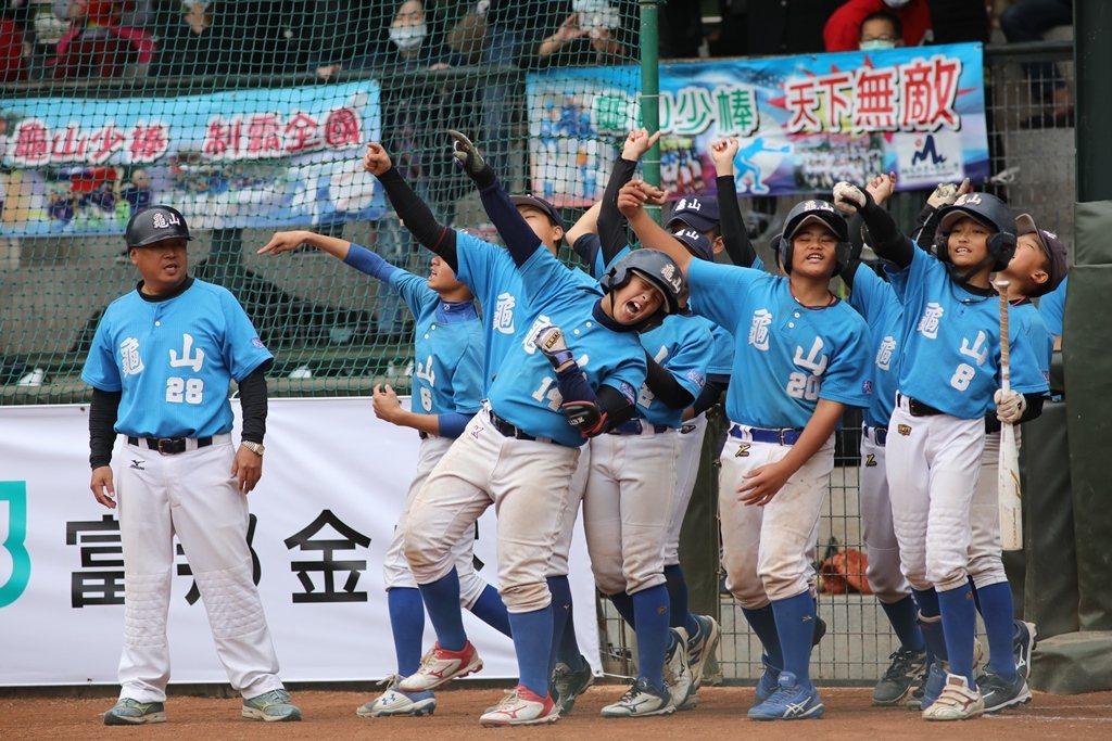 2021富邦盃台灣12強少棒大賽,龜山國小奪富邦盃隊史第3冠。圖/中華棒球協會提