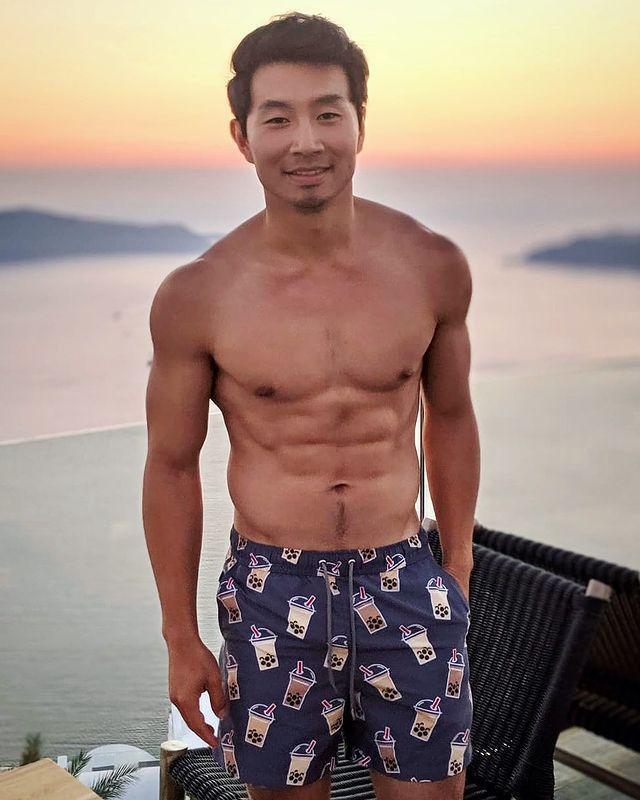 劉思慕的體態標準,據稱將成為漫威力捧的主要英雄。圖/摘自Instagram