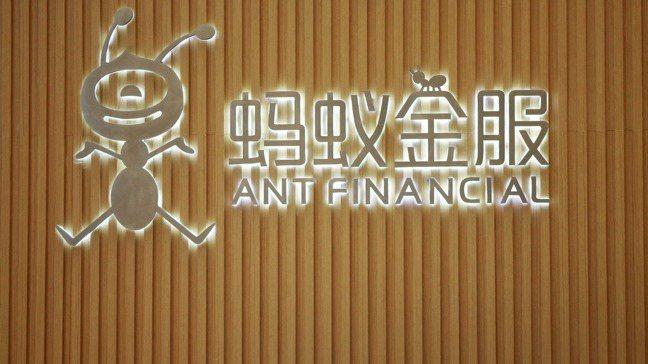 中國大陸多年來鬆弛的監管,讓螞蟻金服茁壯為業務橫跨支付、銀行、財富管理及保險的金...