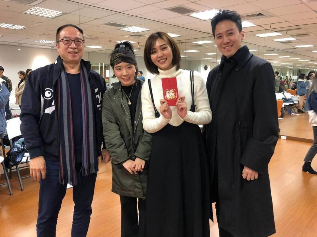 鳳凰藝能總經理黃建福(左起)、湯媛媛、瑭霏、相博濤。圖/民視提供