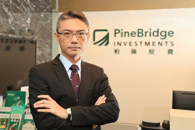 柏瑞投信投資長黃軍儒表示,透過「能看見不同」的主動投資能力,提高投資效益。記者林伯東/攝影
