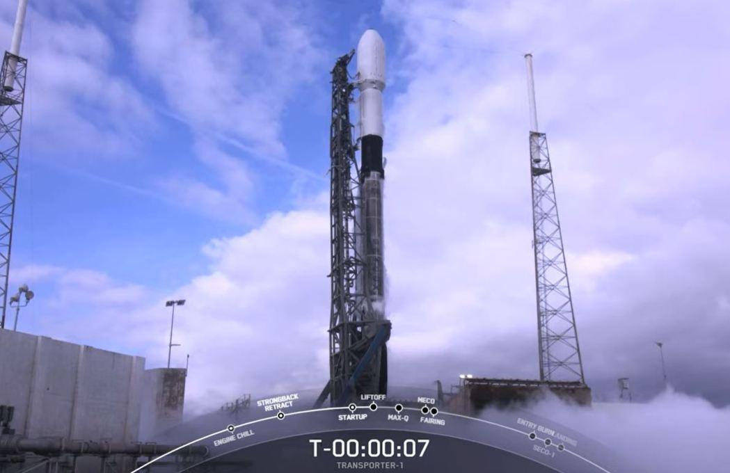 我國兩顆國產立方衛星「飛鼠」、「玉山」今晚11時搭載獵鷹九號火箭發射升空。圖/取...
