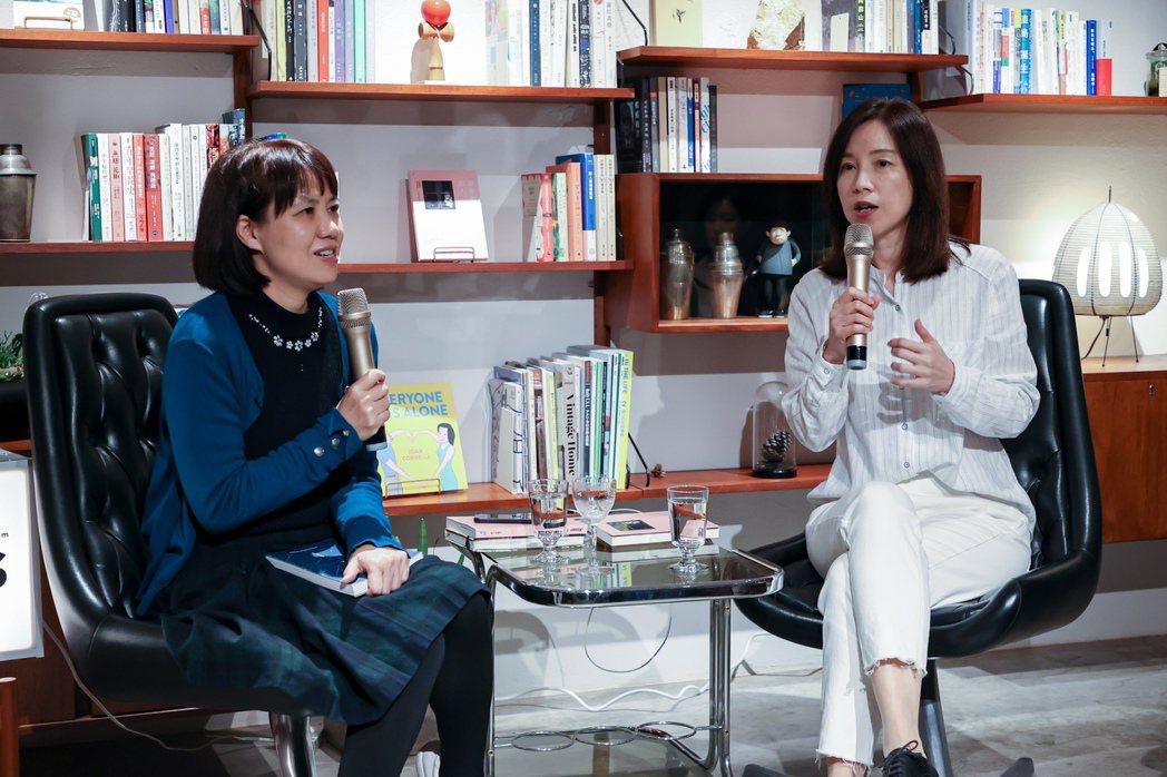 李惠貞認為閱讀這件事快樂不等於輕鬆,人跟書不必然會相遇,所以身邊需要一個「閱讀教...