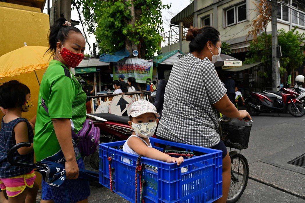 過去幾年來Oxfam報告所提到的「女性隱形勞動」問題,如家管、育兒、持家、懷孕生...
