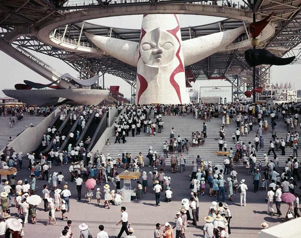 1970年的大阪世博(萬國博覽會)著名的「太陽之塔」,為藝術家岡本太郎的作品,在...