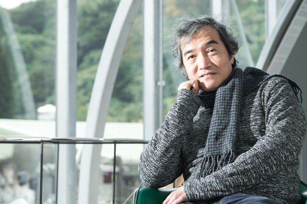 邱文傑建築師透過「山屋」梳理台灣建築脈絡。 圖/陳立凱攝影