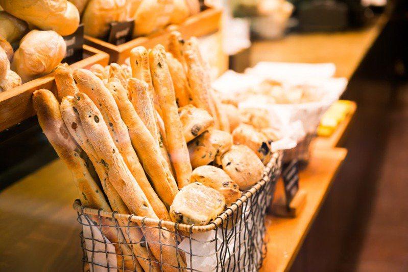 新冠肺炎確診個案去的麵包店意外成為網友討論話題。示意圖/ingimage