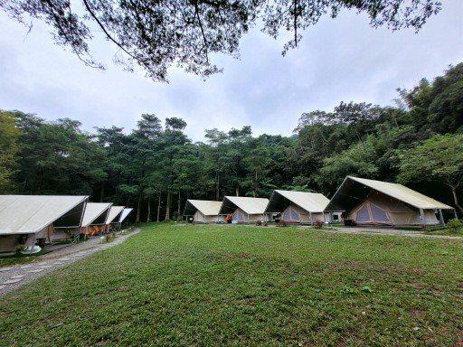 暖冬峽谷旁的秘境露營地「拉波波村」。