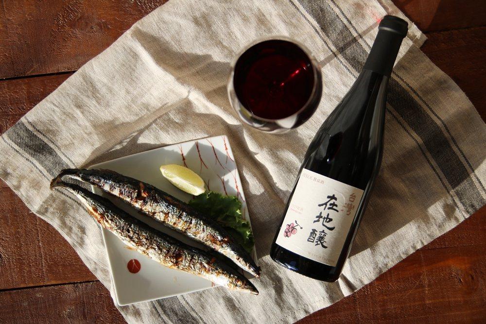 由葉怡蘭挑選、與威石東酒莊合作,全台限量260瓶「台灣在地釀2019紅酒」。圖/...