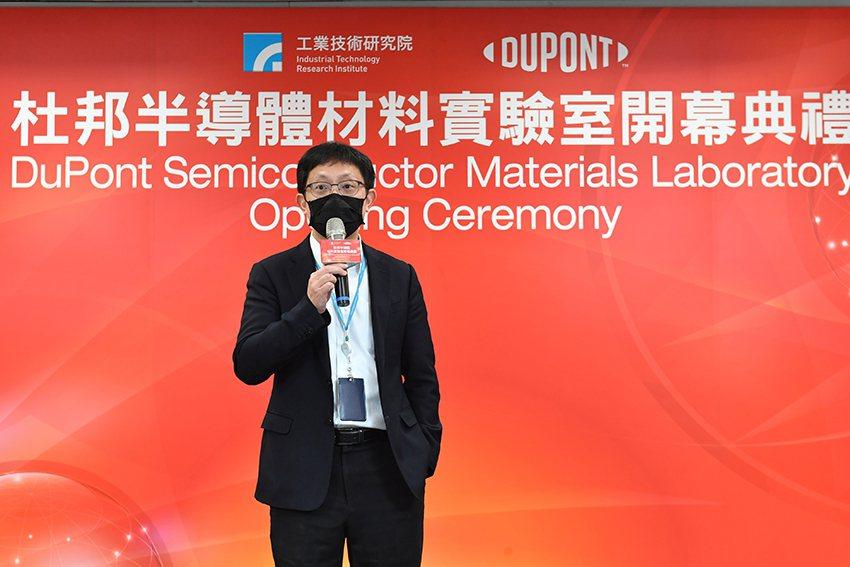 工研院電光系統所所長吳志毅表示,工研院攜手杜邦公司,藉由工研院在半導體異質整合、...