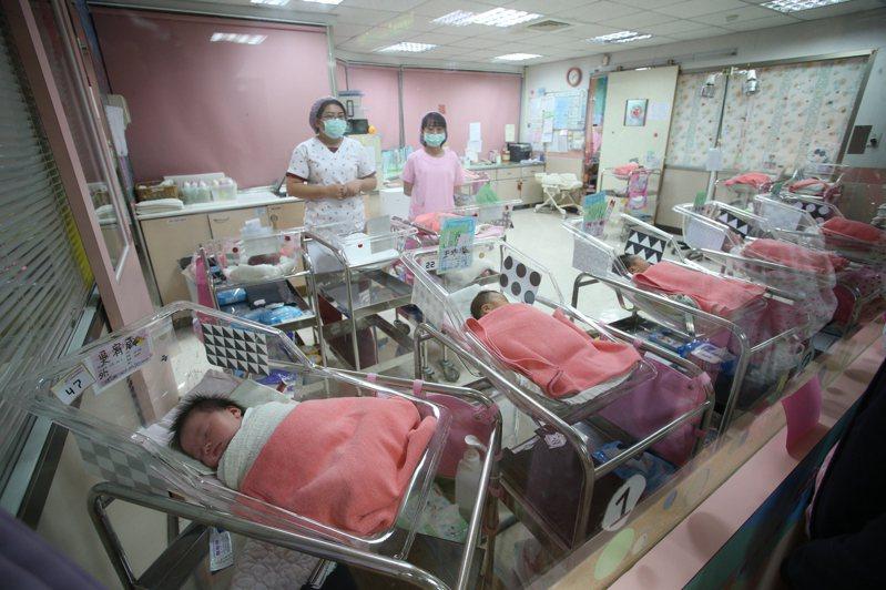 台灣社會調查所研究指出,台灣目前的總生育率為0.9,等於一位育齡女性生不到一名孩子。 聯合報系資料照