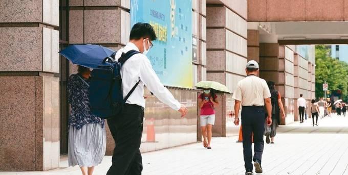 紓困貸款起跑,臨櫃申辦下周預期將湧進人潮。圖/本報資料照