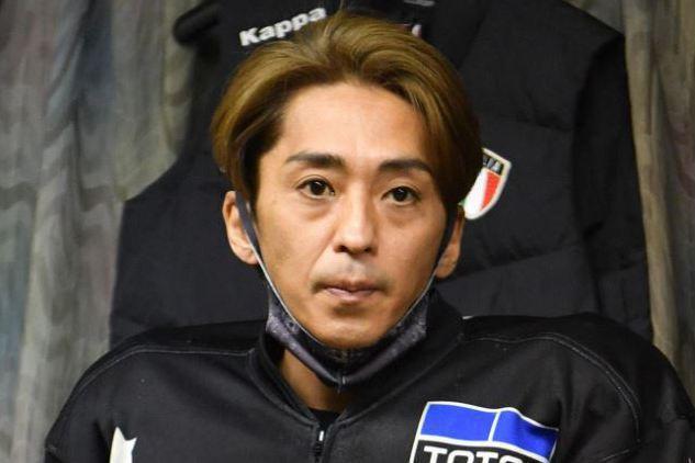 日本男子偶像團體SMAP前團員森且行,24年前退團轉當摩托車賽車手,他去年剛在日本摩托車賽車界最高等級的SG賽獲得冠軍,昨天卻在比賽中摔車,骨盤骨折送醫急救。日本日刊SPORTS報導,46歲的森且行...