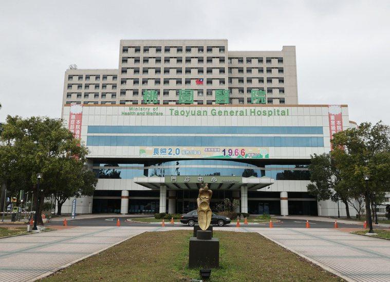 部立桃園醫院發生新冠肺炎疫情,防疫專線1922進線爆量,短時間近1萬通。聯合報系...