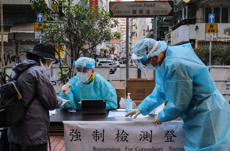 香港當局今天批准緊急使用中國復星醫藥與德國藥廠BioNTech合作研發的新冠肺炎疫苗。圖/香港中通社資料照
