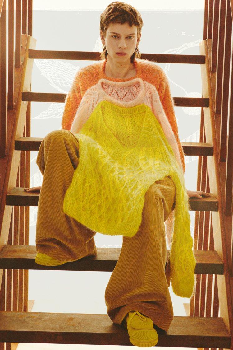 Joe Brainard的拼貼手法也成了LOEWE秋冬男裝的靈感,T恤及毛衣像是...