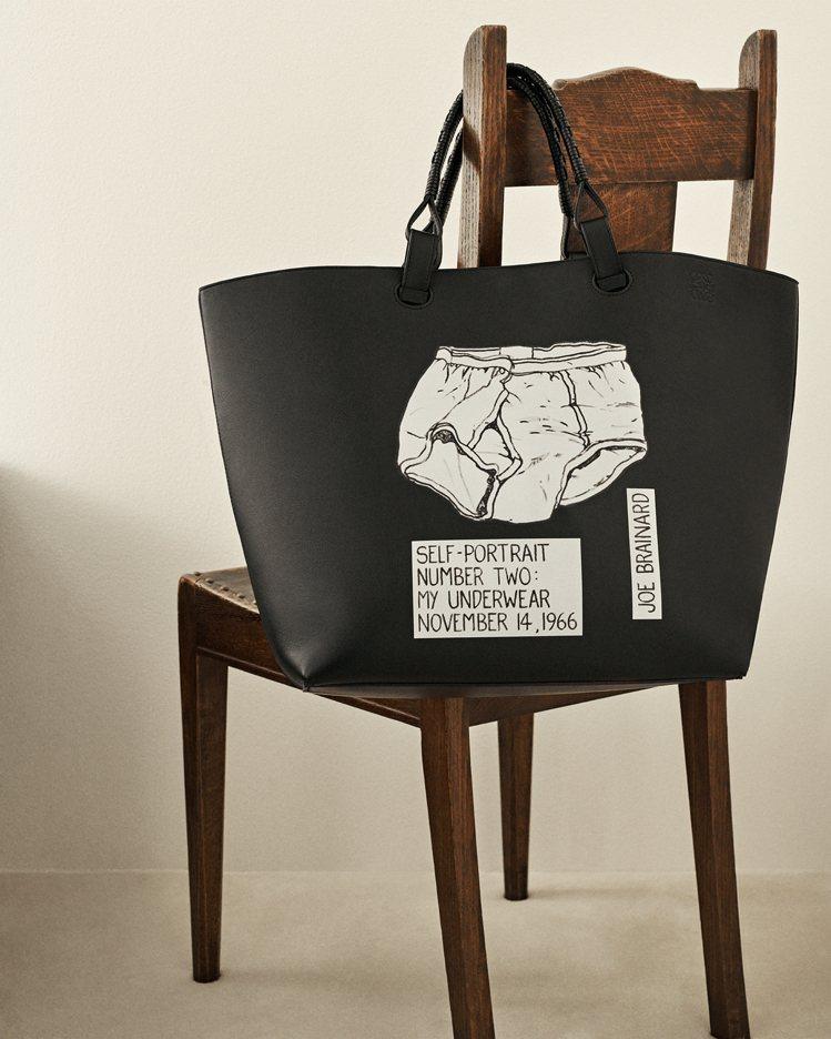 Joe Brainard在1966年所繪「我的內褲的肖像」也成為包款的印花。圖/...