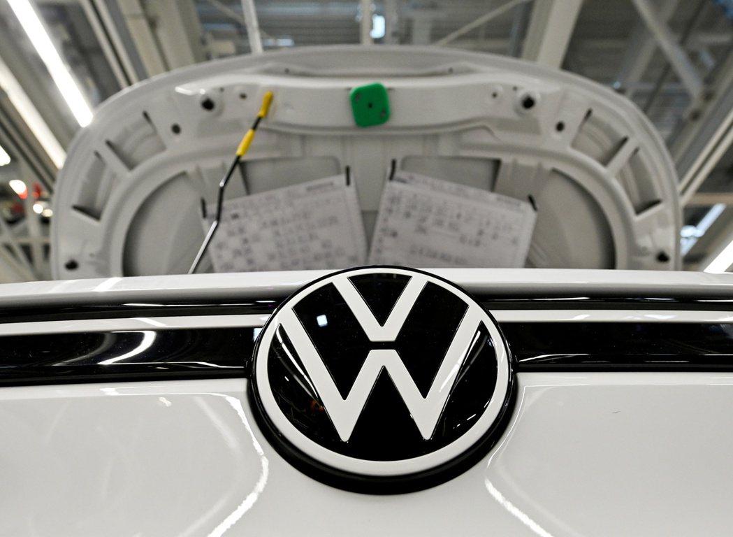 福斯汽車(Volkswagen)發正與主要供應商就可能的理賠展開協商。路透