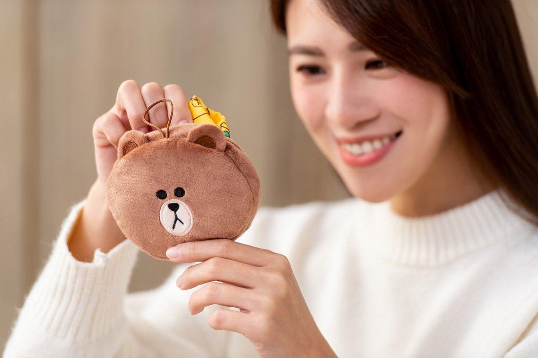 毛茸茸的熊大,翻身一變就成為大容量輕便手提袋。圖/麥當勞提供
