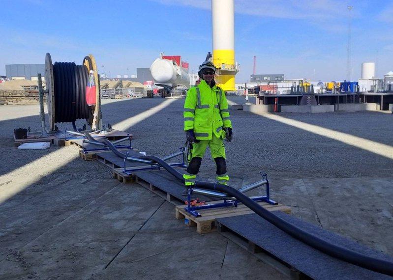 弘光科大英語系校友林工萬畢業後,靠語言能力進入丹麥風力發電公司工作。圖/弘光科大提供