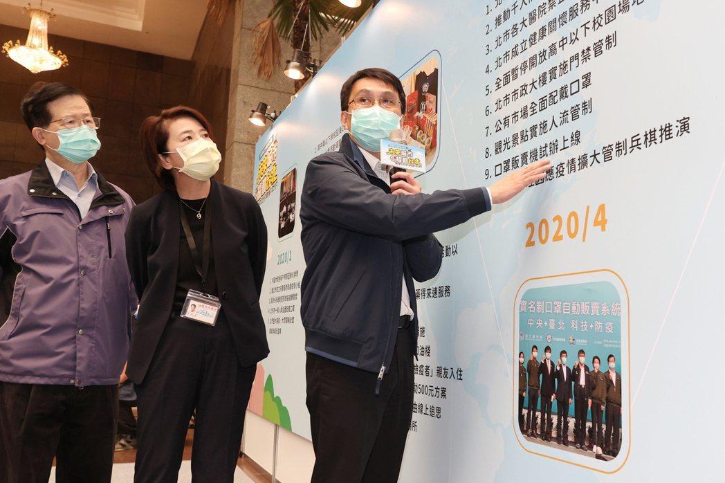 台北市副市長黃珊珊(左二)上午主持「未來城市 耀動臺北」執政六周年發表記者會,聽...
