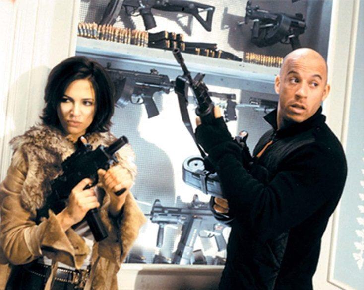 艾夏亞金多(左)與馮迪索一起主演「限制級戰警」,卻在拍片期間遭到下藥迷姦。圖/摘...