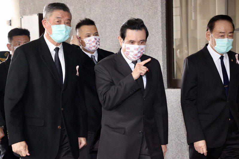 前總統馬英九(中)。本報資料照片