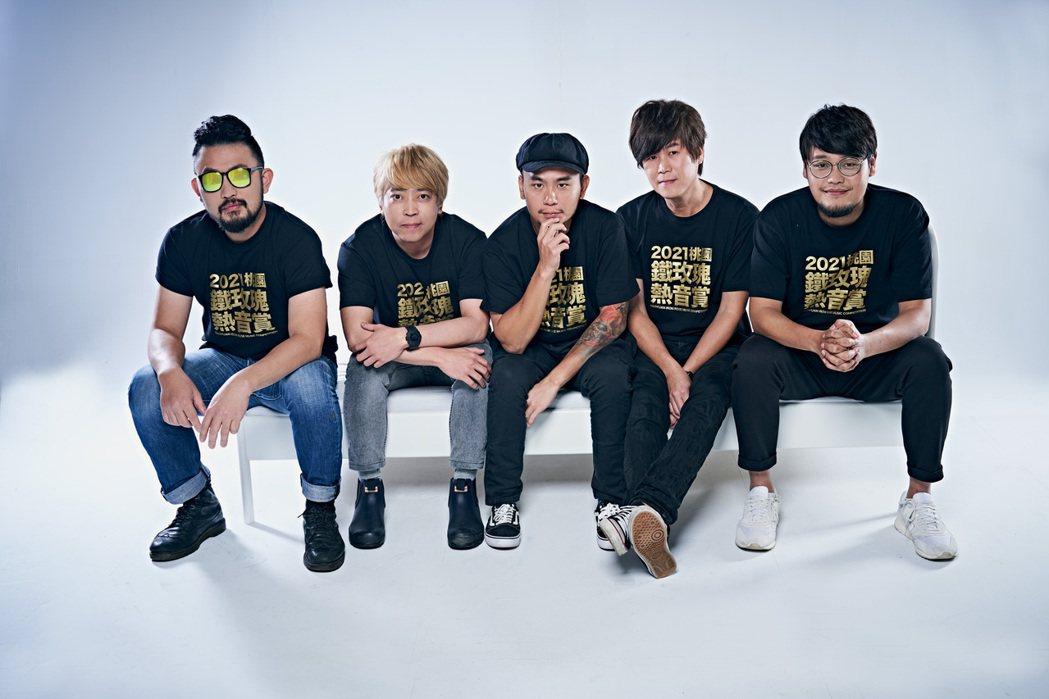 阿強(左起)、阿凱、大正、吉董、阿福為「2021桃園鐵玫瑰熱音賞」攜手合作造勢。