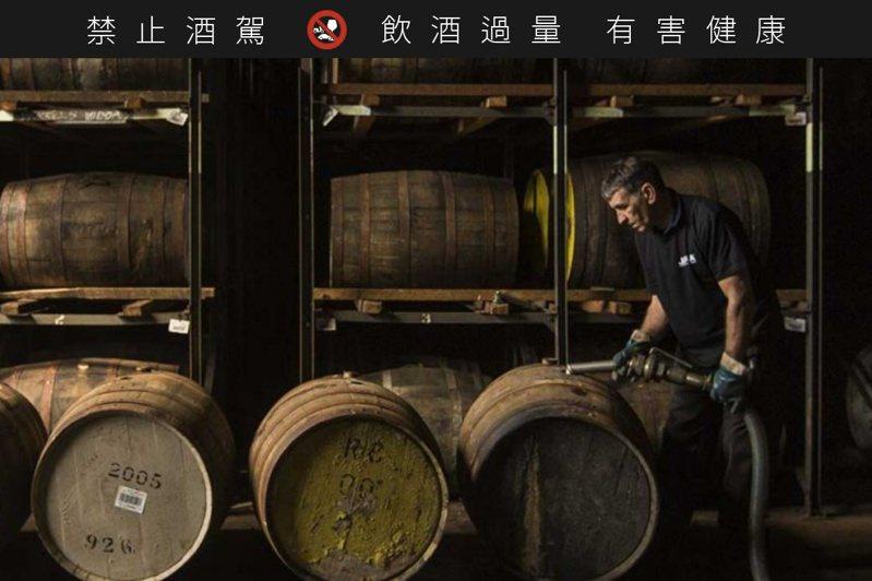 新酒款採用來自西班牙的雪莉酒桶過桶。圖/吉拉提供
