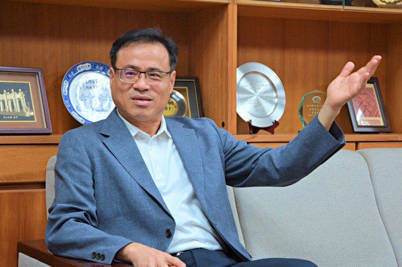 成大管理學院院長黃宇翔與台積電聯手打造「雲端大數據基礎建設之實務」課程。圖/成大提供