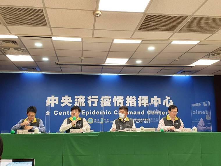 中央流行疫情指揮中心1月25日記者會出席名單,由左到右依序為:中央流行疫情指揮中...