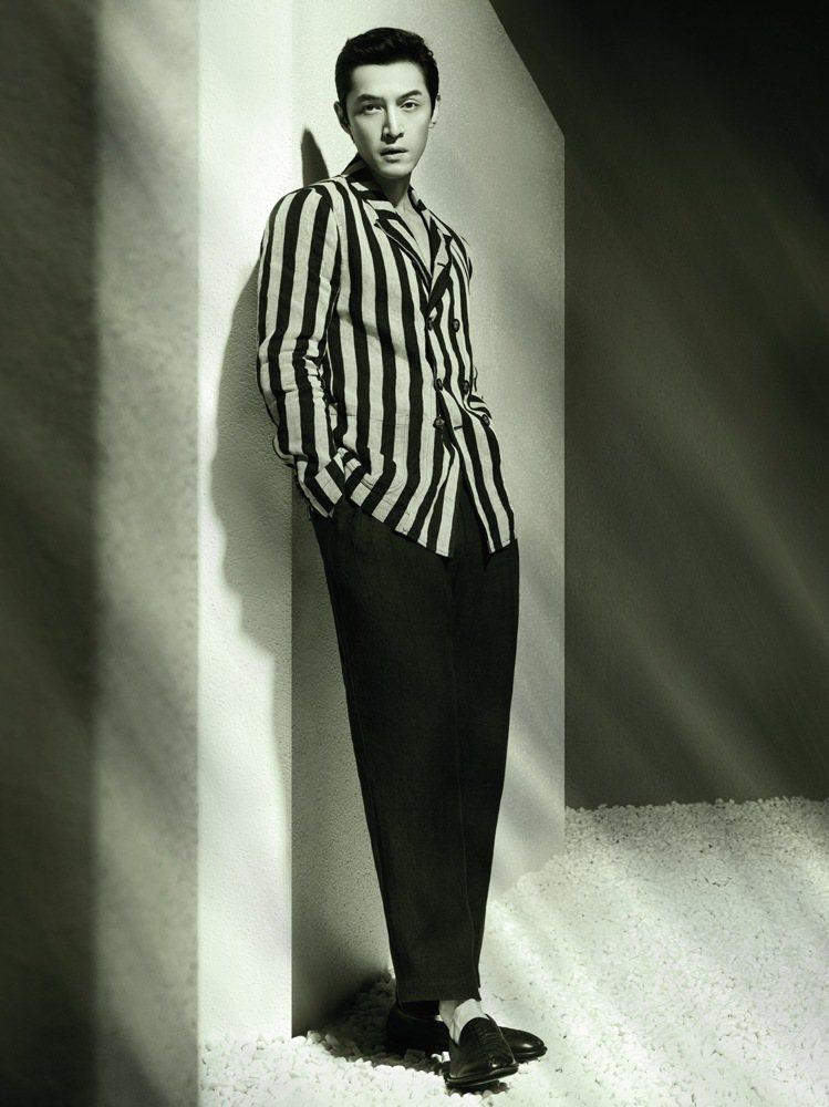 Giorgio Armani推出春夏系列廣告大片,由全球形象代言人大陸男星胡歌擔...
