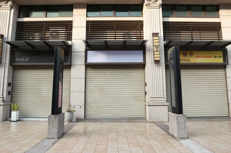 Moominlu Bakery今天鐵門拉下並無營業,附近居民表示店家已經有完成消...