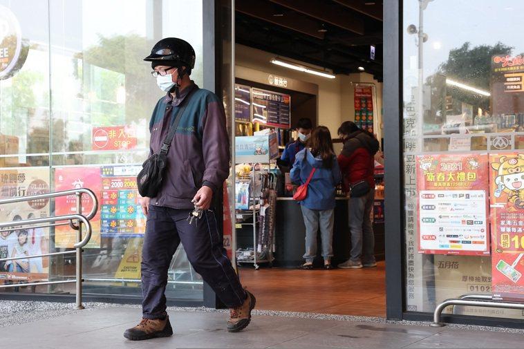 今天中央流行疫情指揮中心公佈案889、890活動史,全聯八德東勇店仍正常營業。記...