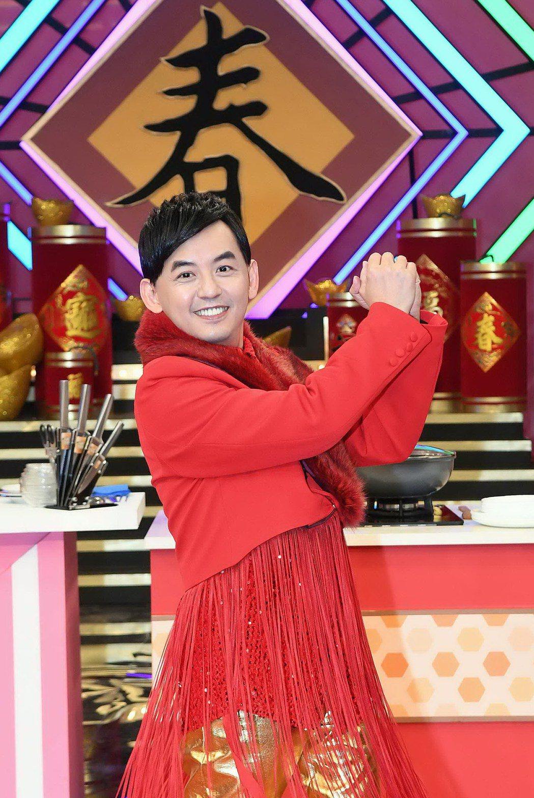 黃子佼主持華視新春特別節目「牛兆豐年賀新春-女王當家初一特企」。圖/華視提供