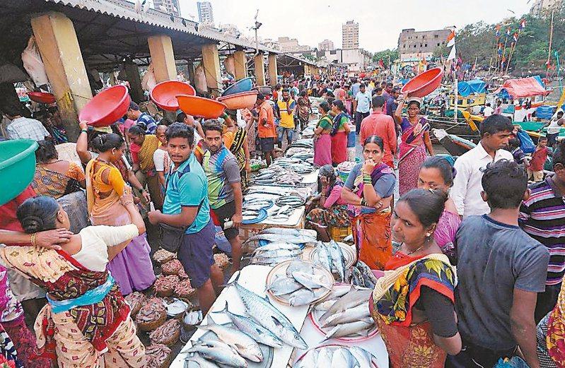 彭博資訊訪調的經濟學家預測,印度今年經濟成長率增速將達9.1%,居亞洲之冠。(路透)