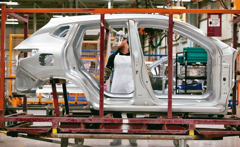車用晶片短缺,已迫使全球各大車廠停產。 (路透)