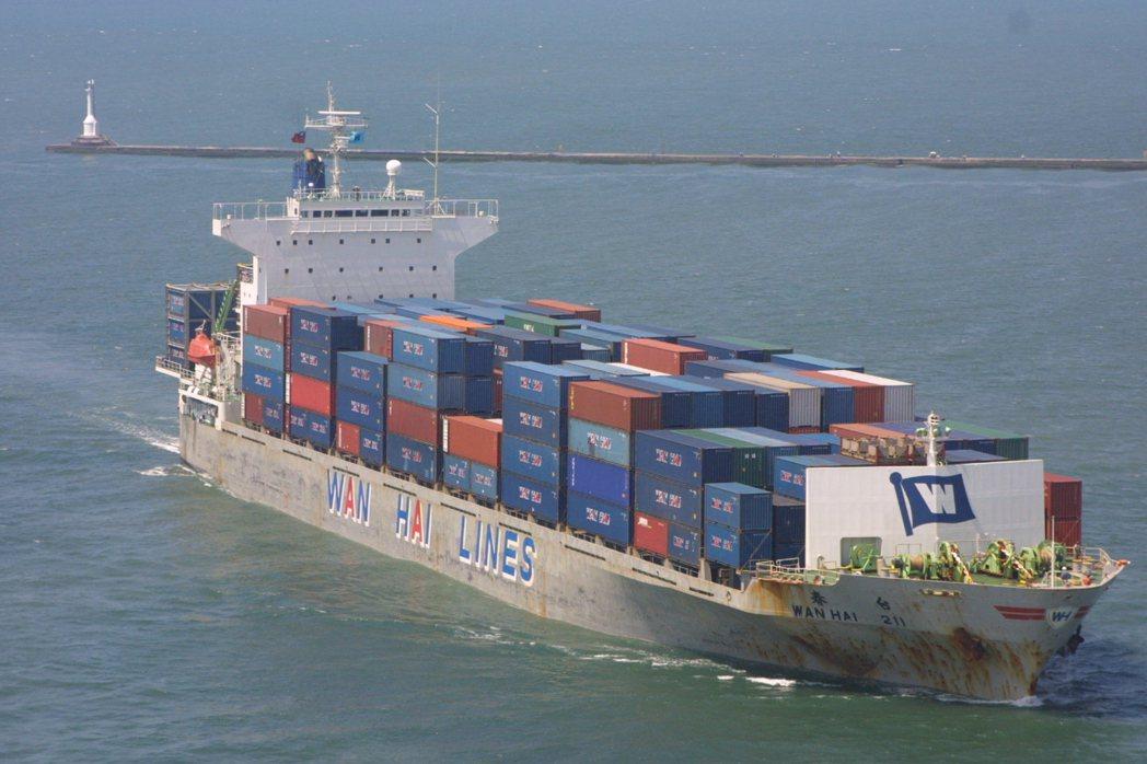 北美冰風暴影響擴散,貨攬業界傳出全球前五大海運業者已有兩家針對美國塞港等因素,宣...
