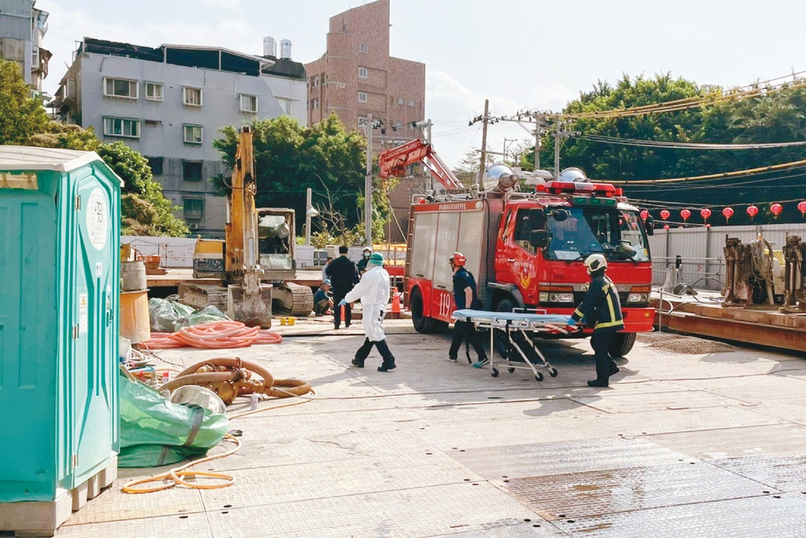 木條從天而降 7旬工人遭砸死