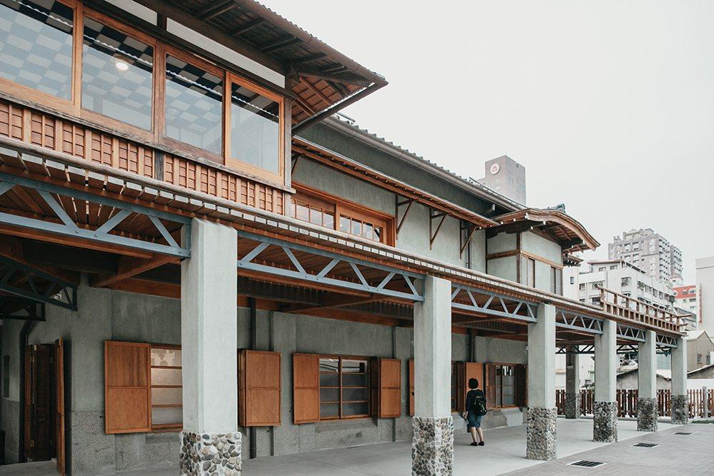 逍遙園以西式建材建構傳統日式木屋的空間構造,在現存日式老宅中顯得獨樹一格。  ...