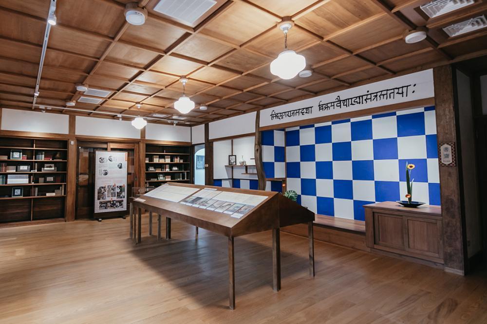 書齋壁面藍白交錯的「市松紋」圖樣,十分具有特色。 攝影/蔡嘉瑋
