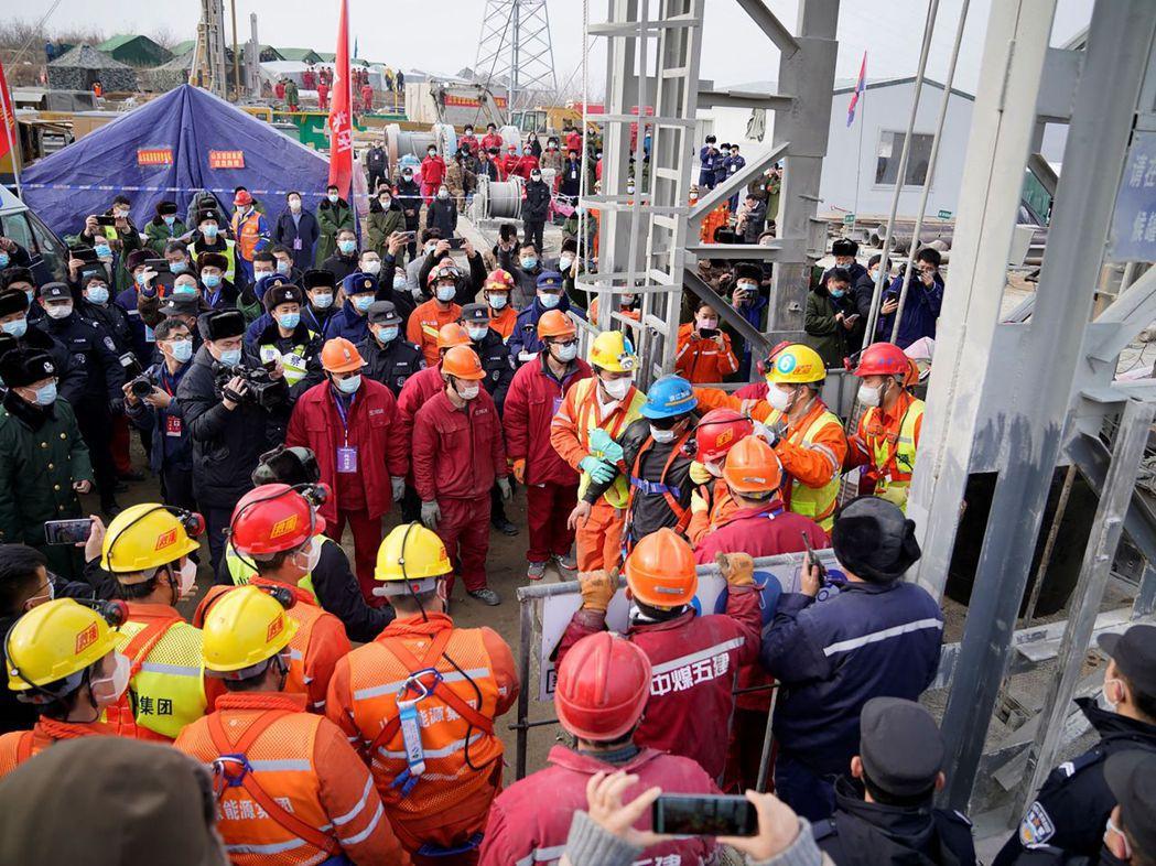 山東金礦爆炸事故發生於1月10日,位於中國山東省棲霞市的笏山金礦。當時共有22名...