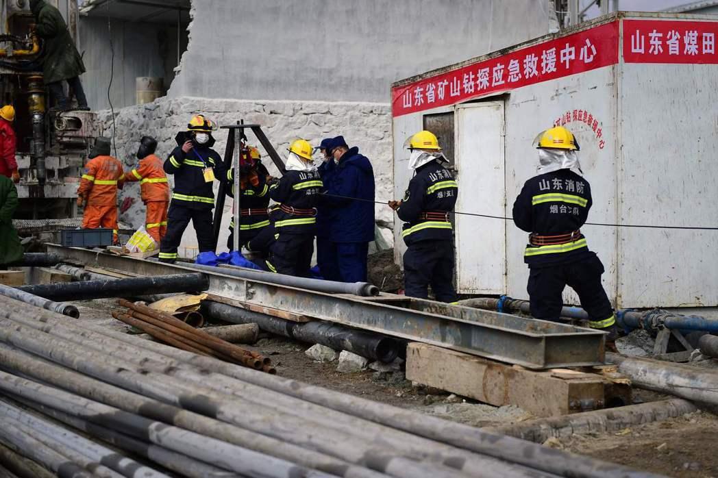 在救援現場臨時搭建的應急救援中心。 圖/法新社